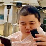 カメオ、髪を切る